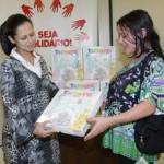 FSS de Osasco entrega kits de saída de maternidade para famílias carentes do município