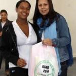 Fundo Social de Osasco entrega kits da campanha Enxoval do Bebê