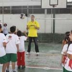 Campeão olímpico Marcelo Negrão visita crianças de projetos esportivos de Osasco