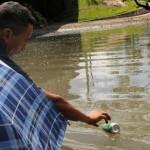 Poluição: a 'pesca' de latas de alumínio gera renda para moradores de Manaus