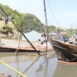 Crivella participa da retirada de embarcações do Canal de São Lourenço