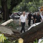 Prefeito Lapas e equipe percorrem as ruas de Osasco logo após tempestade